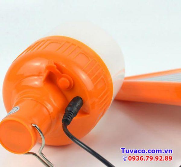 dây điện màu đen dùng để sạc pin