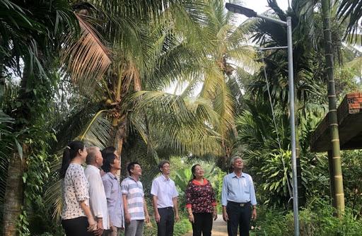 Lắp đặt Đèn đường năng lượng mặt trời tạiVĩnh Long
